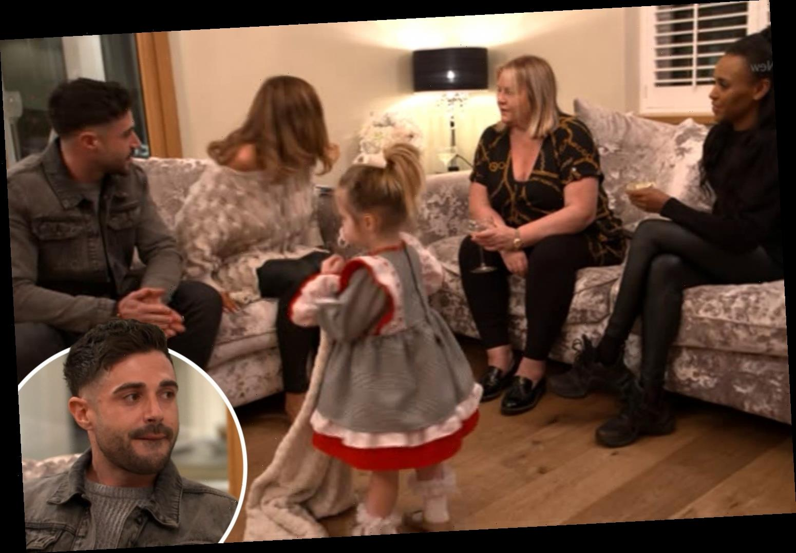 Celebs Go Dating's Amy Childs takes new man Jamie home to meet her daughter Polly, 2 – The Sun