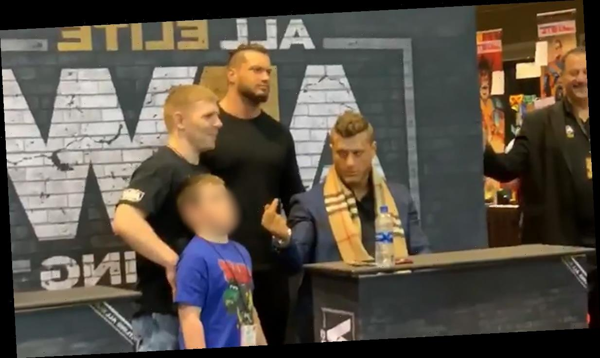 Pro Wrestler Flips Off 7-Year-Old Fan At Autograph Event, 'F*** Them Kids'