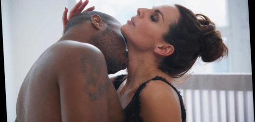I can't stop thinking about having sex with my girl's hot mum after we kissed