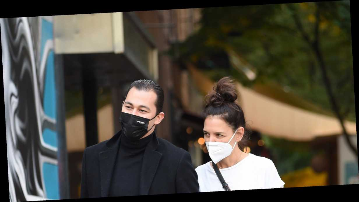 Katie Holmes' friends give Emilio Vitolo romance two thumbs up, more news