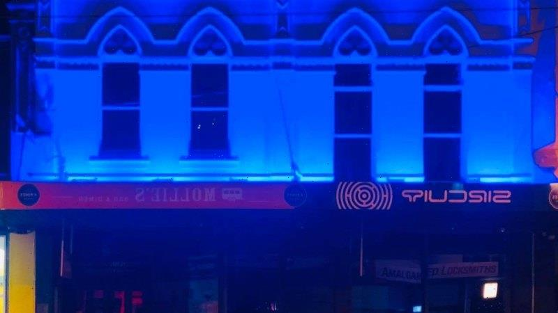 Smith Street gay bar apologises for police tribute after online hate
