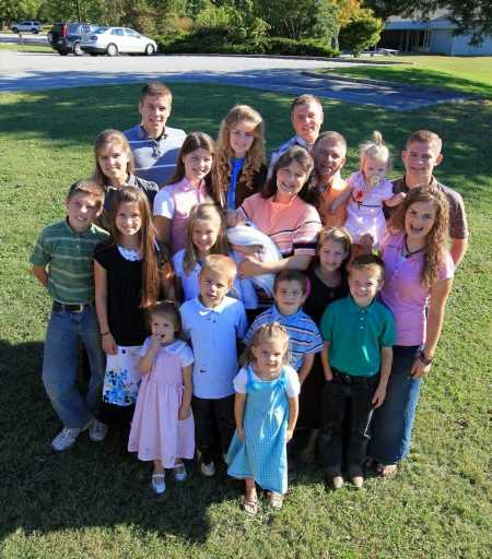 The 1 Big Way the Bates Family's Courtships Are Different From The Duggar Family's Courtships