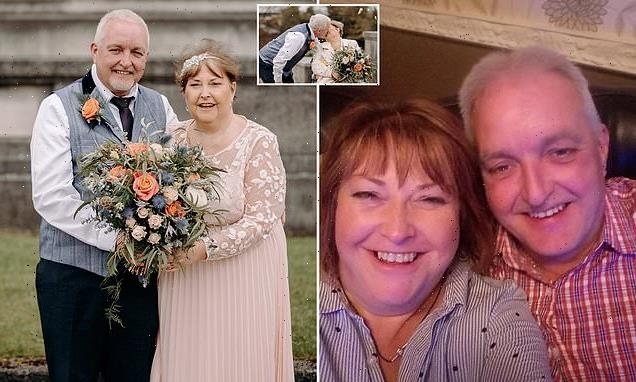 Woman, 55, diagnosed with terminal cancer  plans last-minute wedding