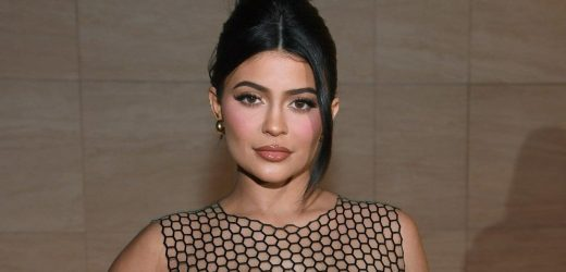Kylie Jenner Goes Makeup Free While Lounging With Kim Kardashian: PIC