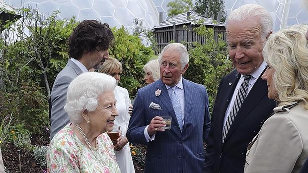 Queen Elizabeth Welcome Joe & Dr. Jill Biden To Royal Reception Wearing Lovely Floral Gown: See Pics