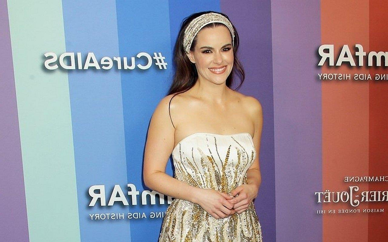 Emily Hampshire Broke Down in Tears During Tinder Date Disaster After Divorce