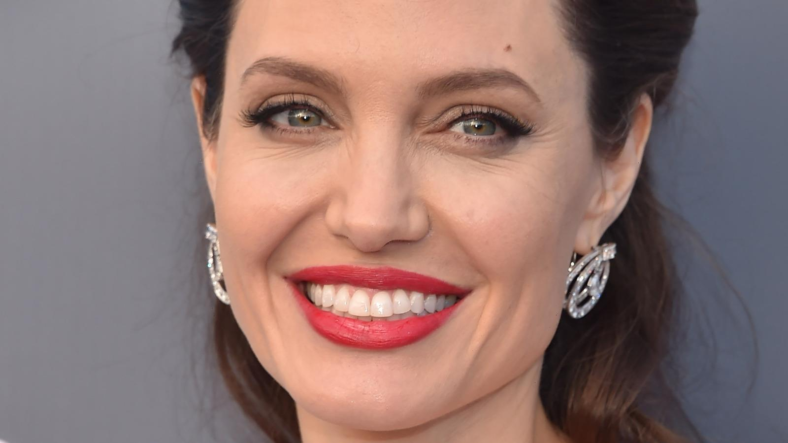 For Every Time Angelina Jolie Has Been On The Red Carpet, This Outfit Stands Above The Rest