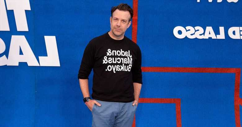 Jason Sudeikis' Sweatshirt Supports England's Black Soccer Players