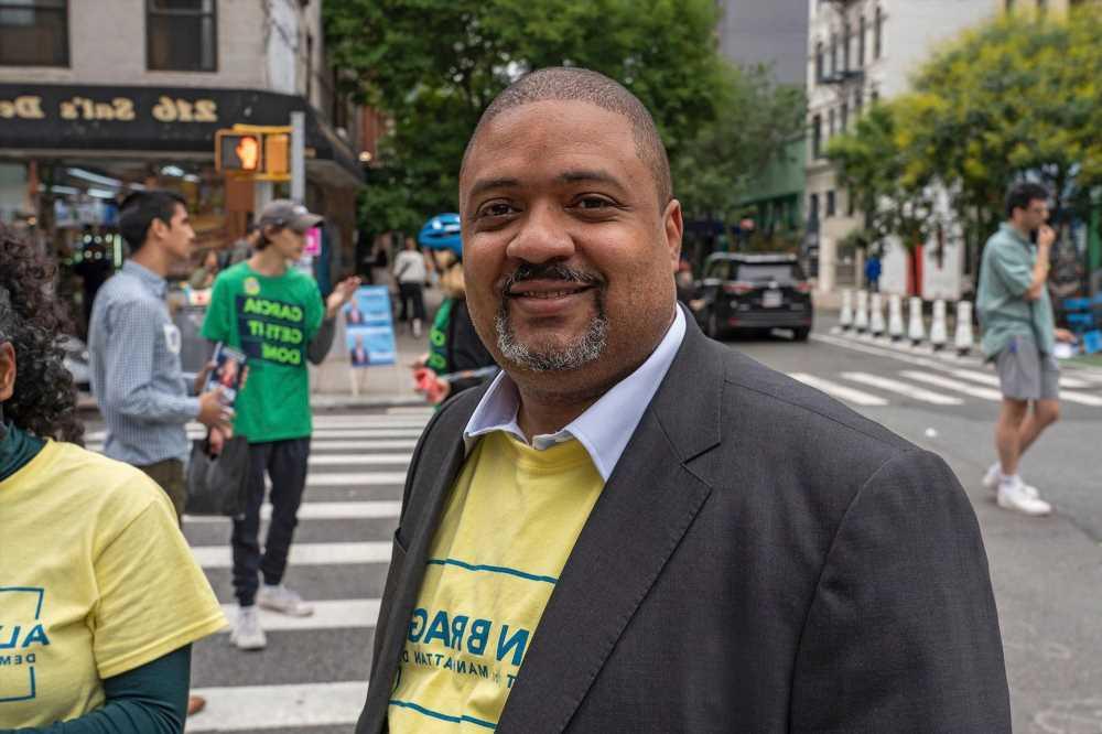 Manhattan's elected DA Alvin Bragg vows to 'hold police accountable'
