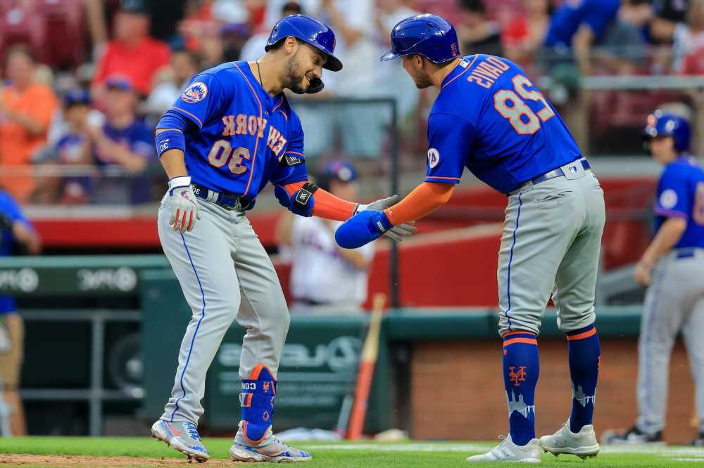 Mets mash seven home runs for wild 11-inning win over Reds