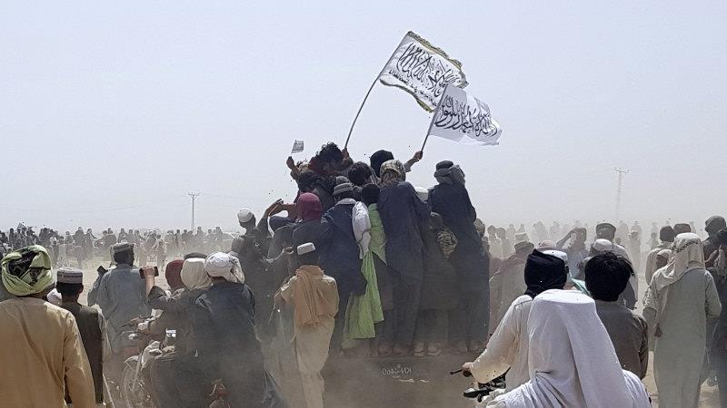 Taliban continue Afghanistan surge, take key border post with Pakistan