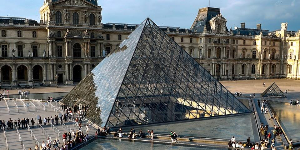 """The Louvre is Suing Pornhub Over """"Classic Nudes"""" Recreated Iconic Artworks"""