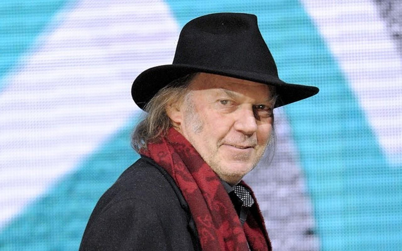 Neil Youngs 1970 Carnegie Hall Concert Gets Official Release