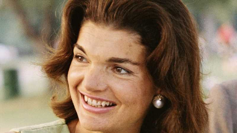 The Real Reason Jackie Kennedy Didnt Like To Eat In Public
