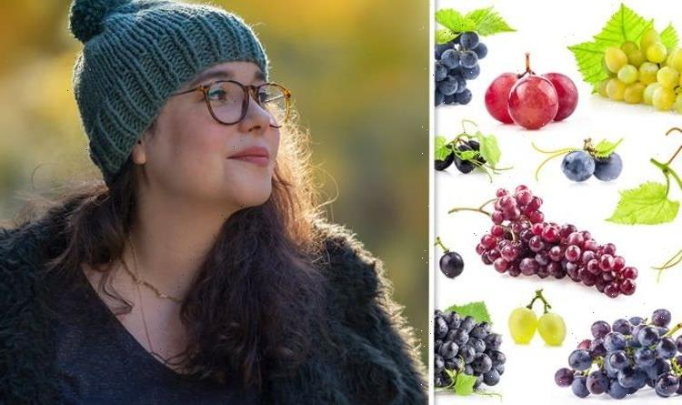 Type 2 diabetes diet: High blood sugar specialist recommends best coloured grapes to eat