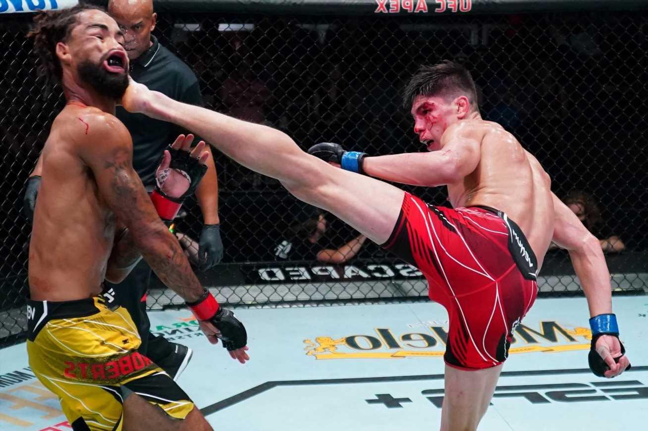 Watch UFC's Ignacio Bahamondes produce viral KO of the year contender with incredible last-gasp spinning wheel kick