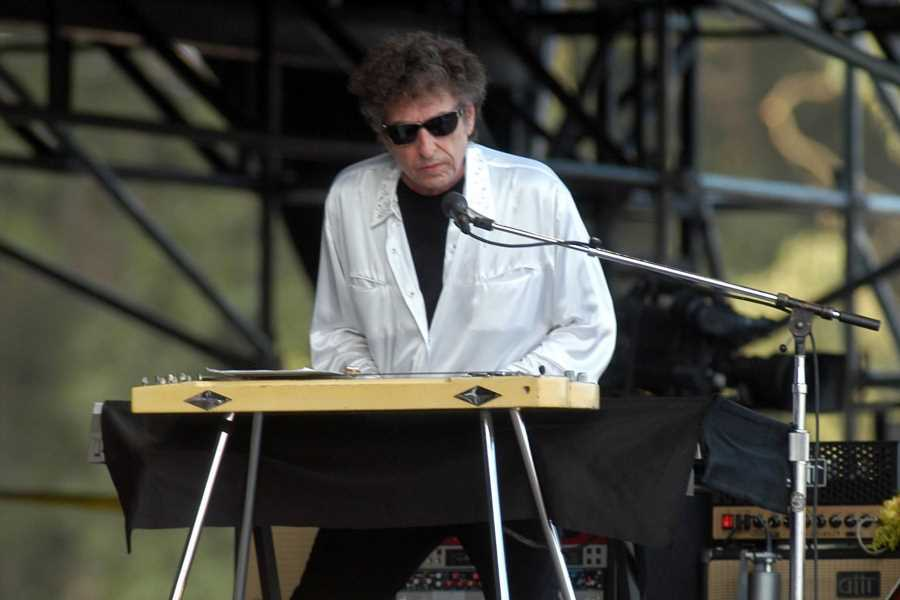 Flashback: Bob Dylan Covers 'Pancho and Lefty' at Bonnaroo in 2004