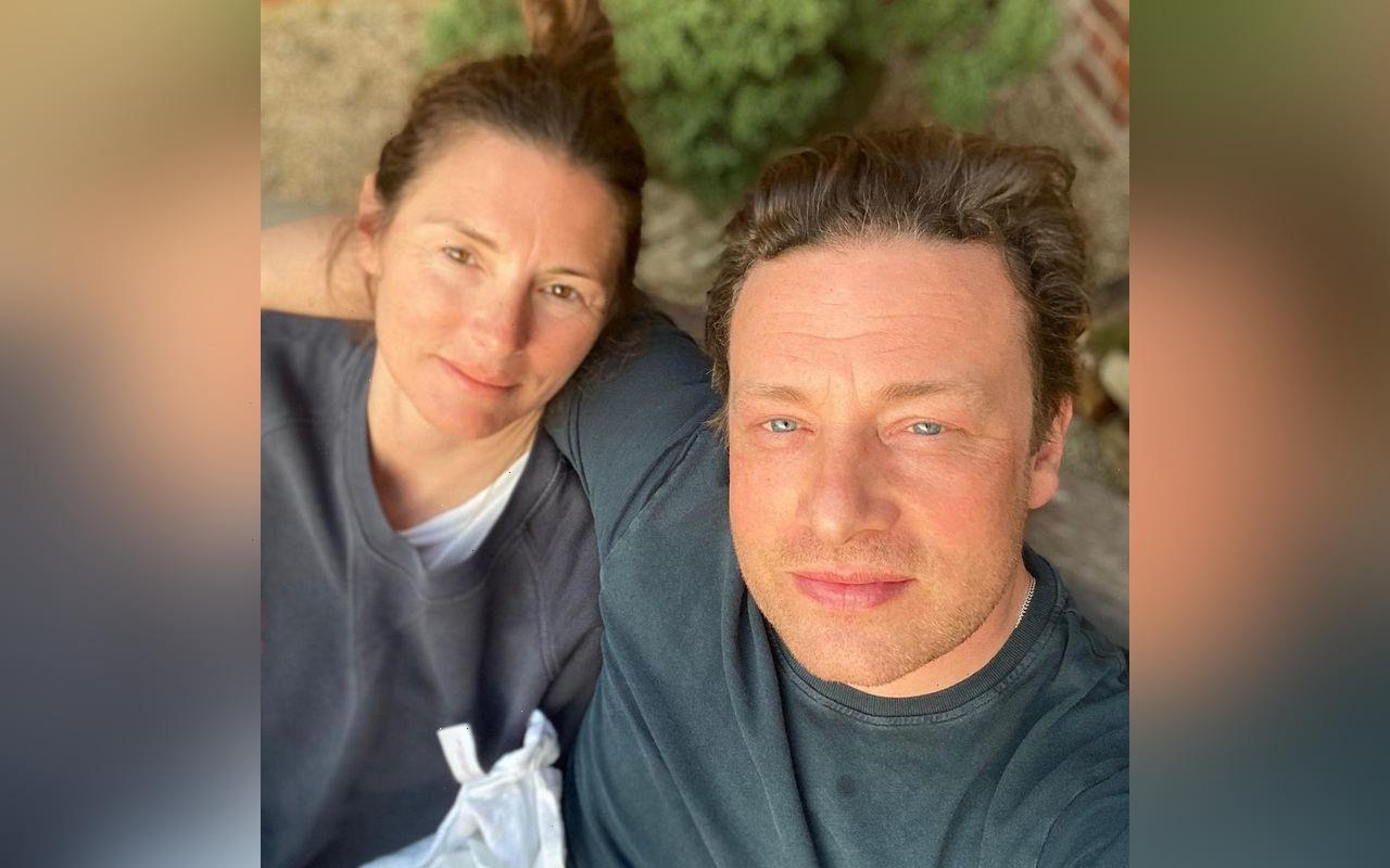 Jamie Oliver Recalls Accidentally Burning His Manhood While Cooking Naked for Wife