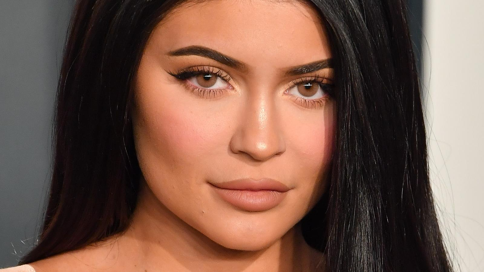 Kylie Jenners Official Pregnancy Announcement Has Fans Losing It