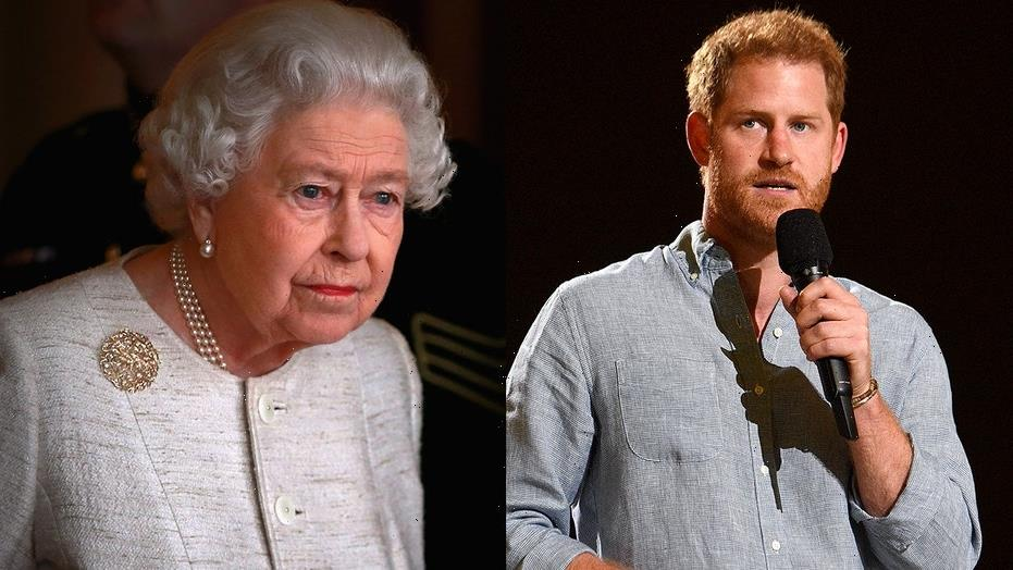 Queen Elizabeth 'urged' Prince Harry to have peace talks with Prince William, Prince Charles, source claims