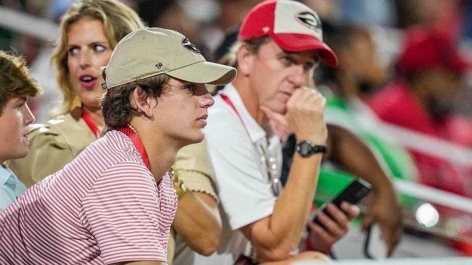 Arch Manning's dad makes short remark on Georgia recruitment trip